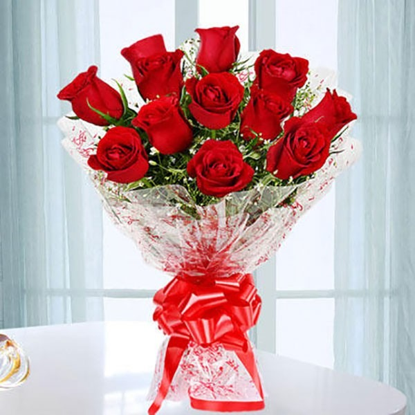Send Bouquet of Beautiful Roses to her this Valentine Day in INDIA